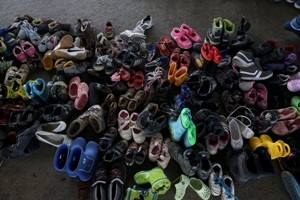 A_pile_of_children_shoes_captured_during_refugees_crisis._Refugee_crisis._Budapest,_Hungary,_Central_Europe,_6_September_2015